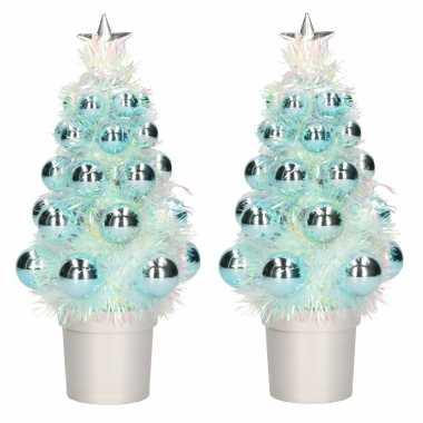 2x stuks complete mini kunst kerstboompjes / kunstboompjes blauw met kerstballen 20 cm