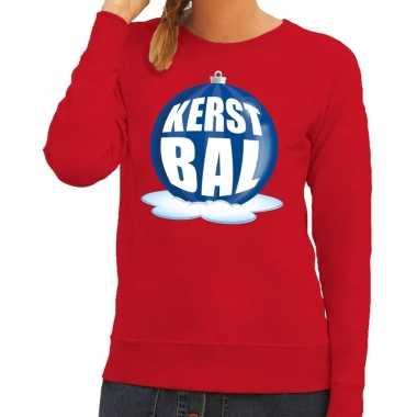 Foute kersttrui kerstbal blauw op rode sweater voor dames