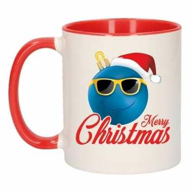 Merry christmas kerstcadeau kerstmok rood kerstbal blauw met kerstmuts 300 ml