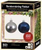 133 stuks kerstballen mix zilver donkerblauw voor 180 cm boom